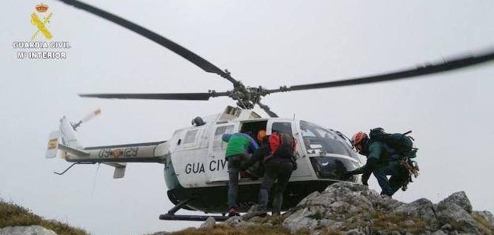 Rescatan un montañero de Oviedo tras sufrir problemas estomacales en León