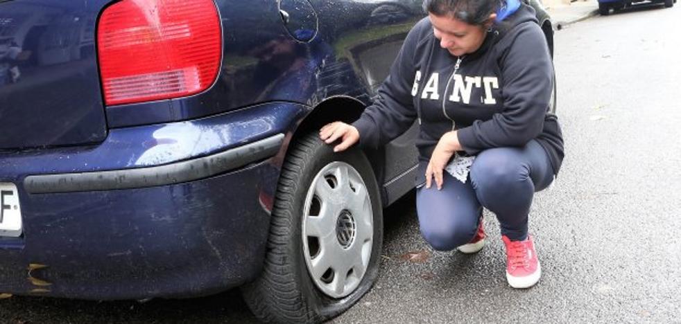 Rajan dos días seguidos las ruedas del coche de la edil de IPÑ Ana González