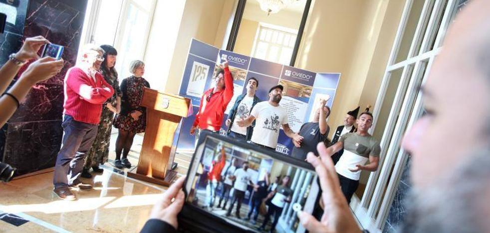 El desfile del Día de América en Asturias se hermana con Cádiz