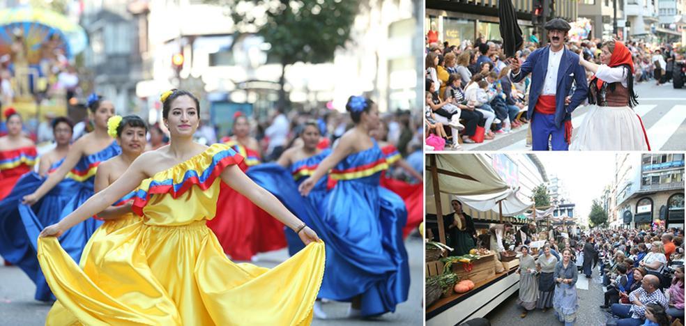Sol, palmas y chirigotas en el gran desfile del Día de América en Asturias