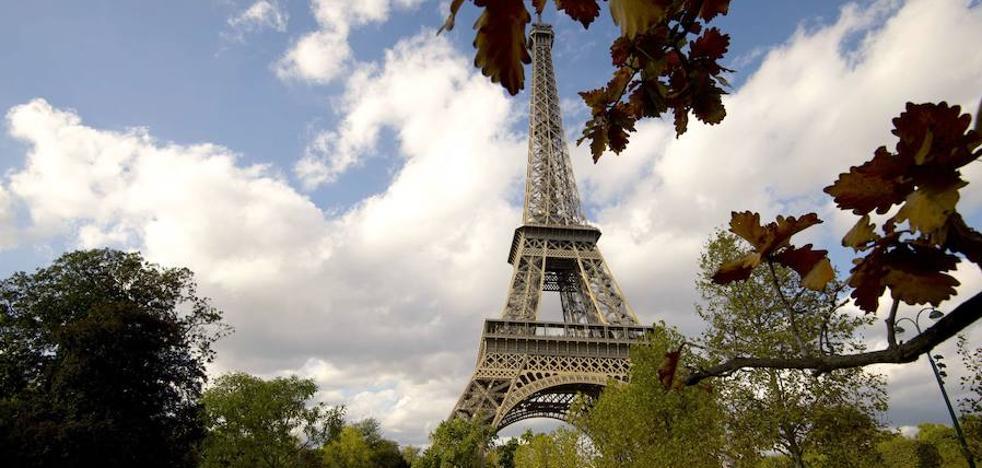 La Torre Eiffel se blinda con un muro de vidrio