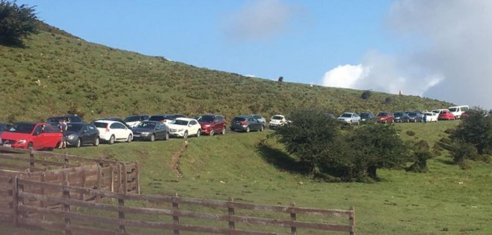 Los atascos regresan a Covadonga con el fin del Plan Especial de Transporte