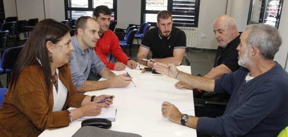 La federación vecinal, «moderadamente satisfecha» con la reunión