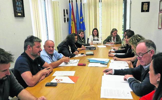 Siero apoya la continuidad de los 109 trabajadores del Eroski de Intu Asturias
