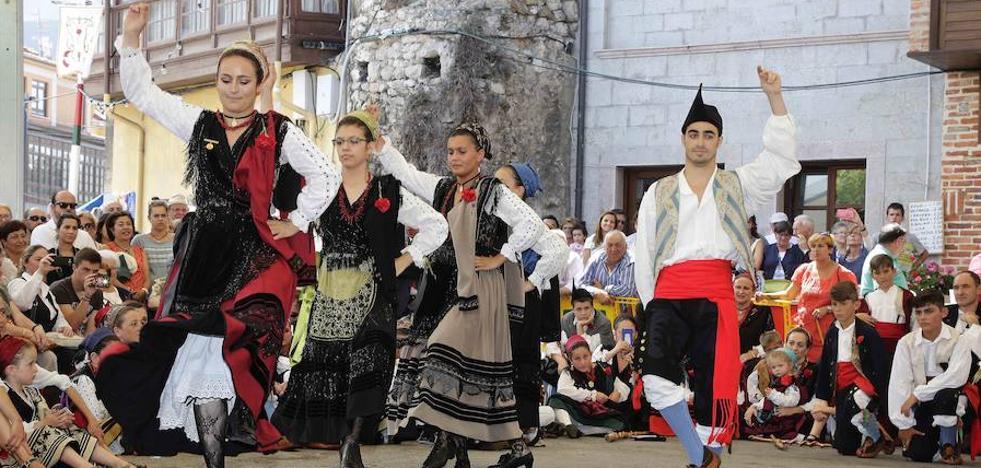 Los trajes de aldeana y porruano de Llanes, declarados bienes de interés cultural
