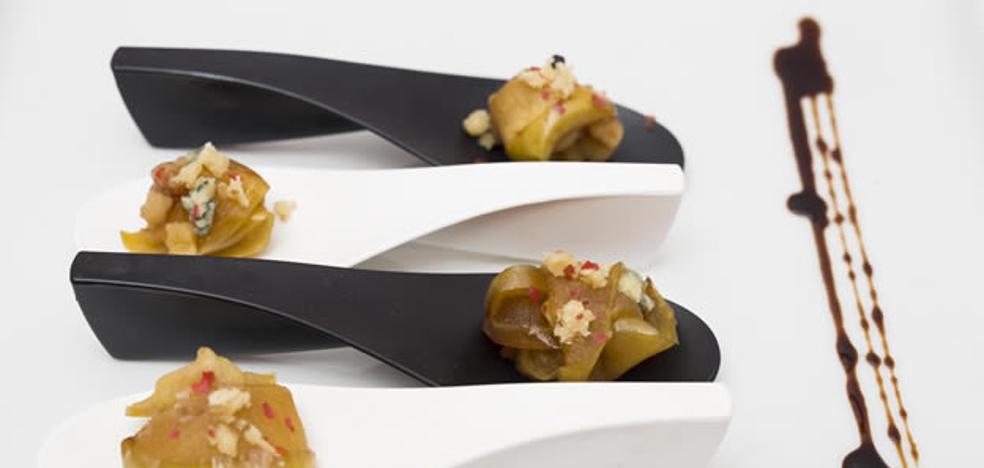 Croquetas de manzana confitada con queso cabrales y nueces