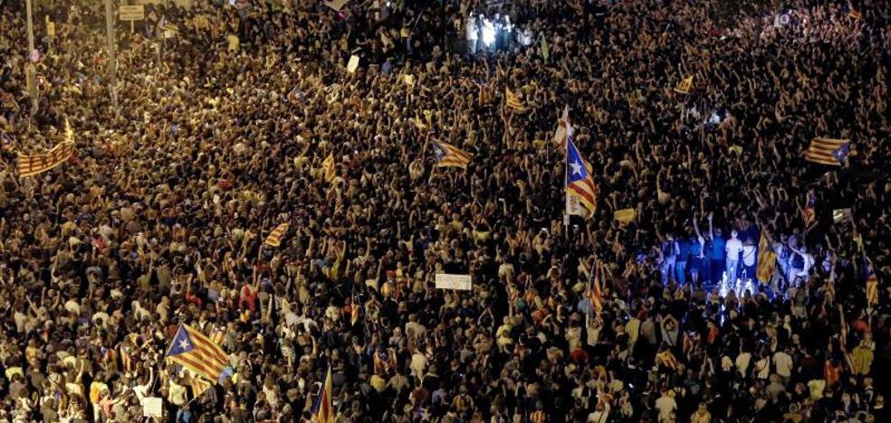 Comitiva judicial y Guardia Civil, bloqueados durante horas en la consejería de Economía
