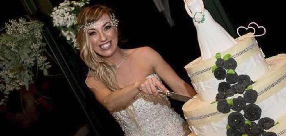 Una mujer logra su mayor deseo: casarse consigo misma