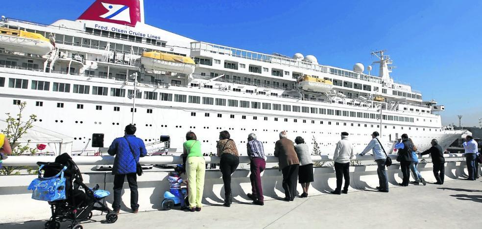 El crucero 'Boudicca' llega a Avilés