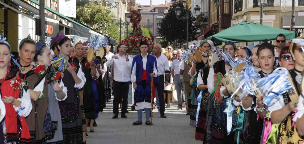 El riosellano barrio del Cobayu celebra casi medio siglo honrando a San Miguel