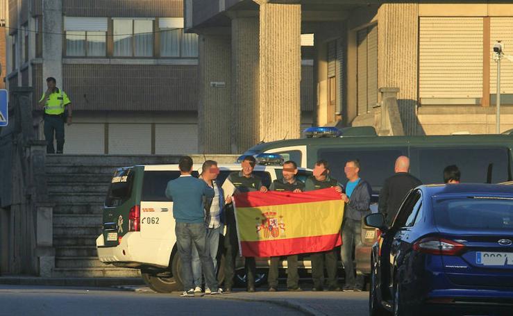 25 guardias civiles salen esta mañana de Asturias hacia Barcelona