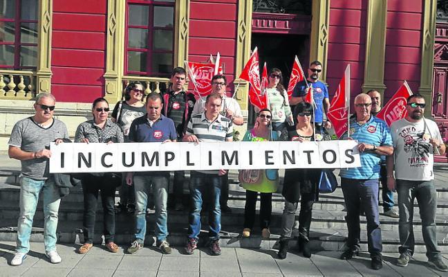 Los trabajadores del Ayuntamiento Carreño amenazan con ir a la huelga