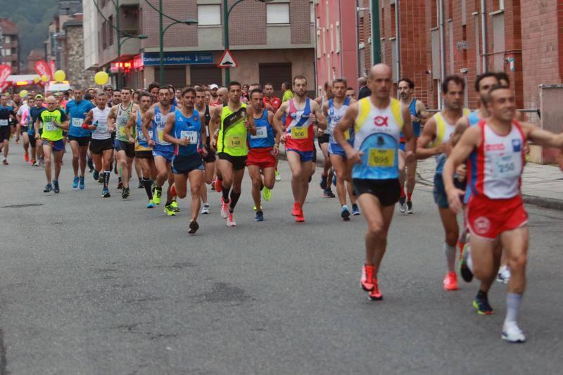 127 corredores finalizan el maratón de Langreo