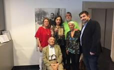 La familia Vieites entrega el cuadro de Antón al museo