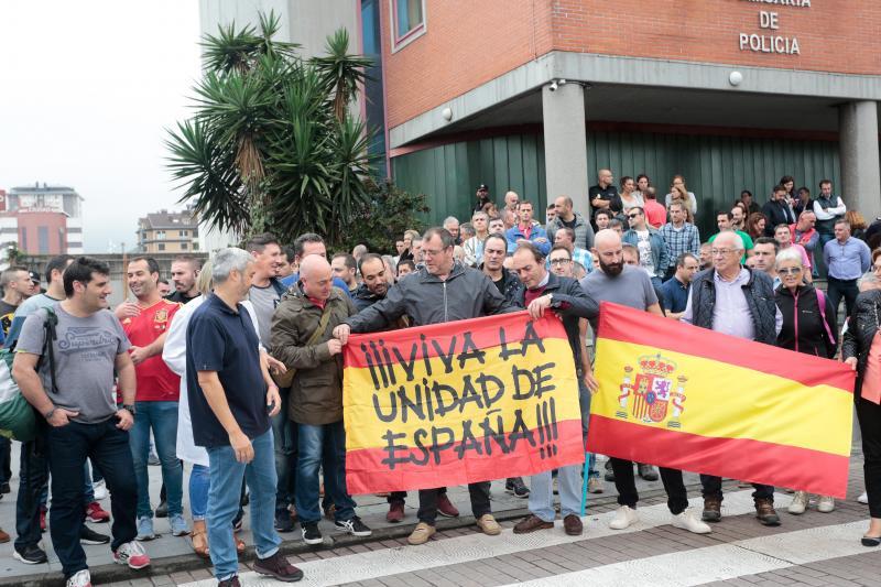 Concentraciones de apoyo de policías y bomberos en Asturias