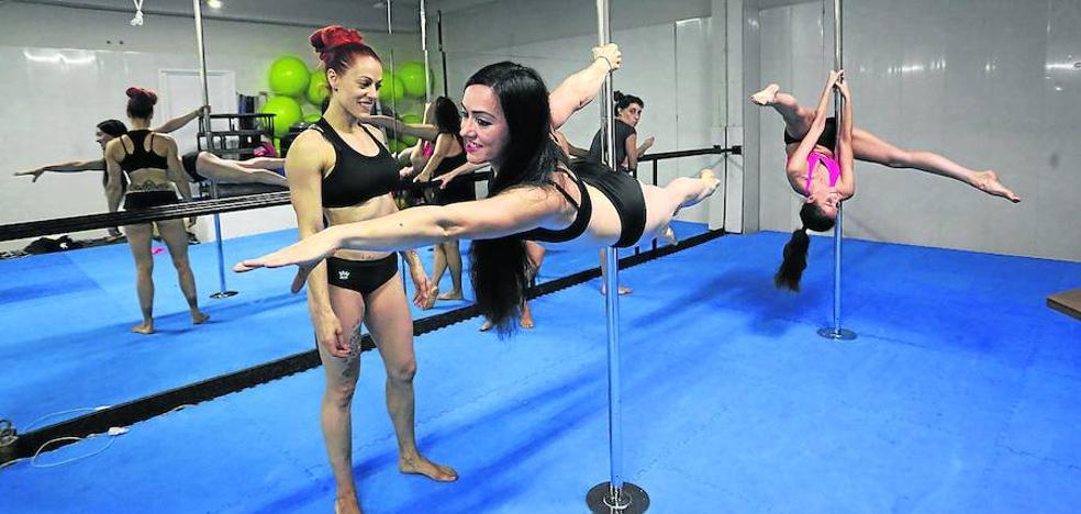 El 'pole dance' gana adeptos en Asturias