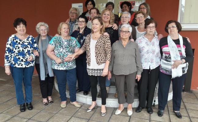 El grupo de teatro Les Ayalgues cumple una década