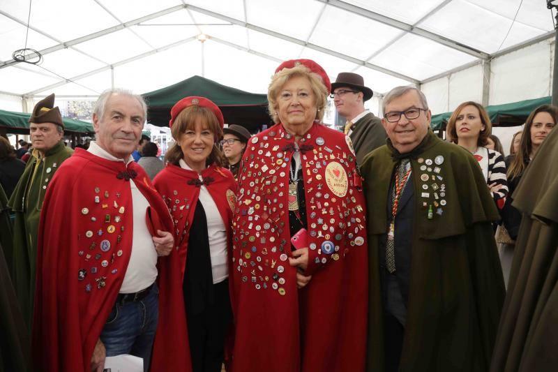 La Cofradía del Gamonéu recibe con honores a los ayuntamiento de Onís y Cangas de Onís