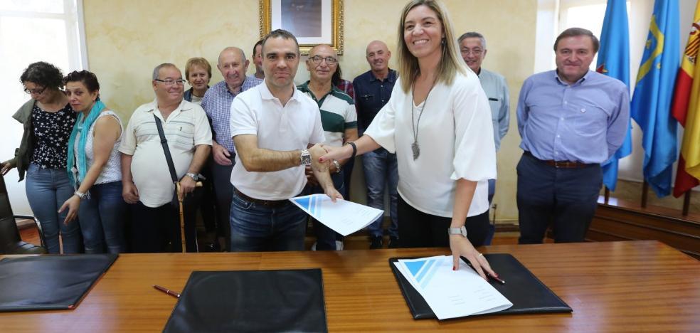Corvera firma un acuerdo que reduce al 5,25% el canon a la SGAE por fiestas