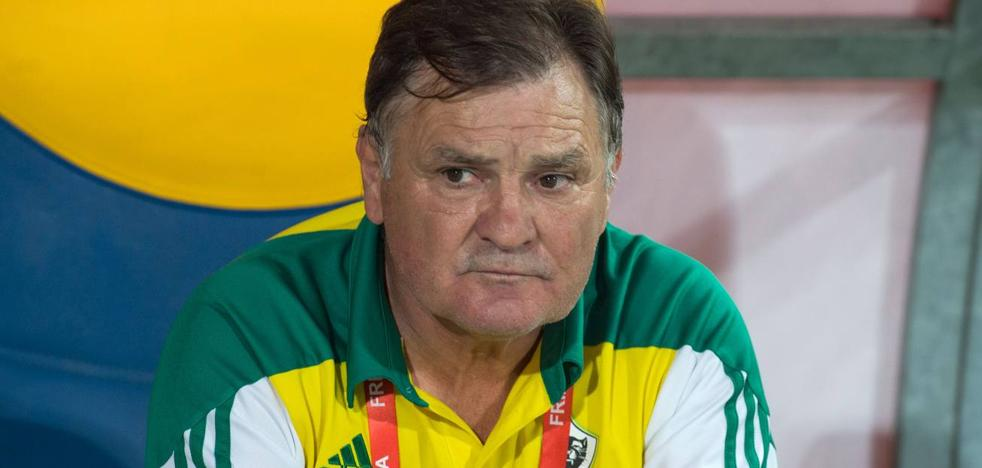 Camacho: «Es muy sospechoso que la mitad del equipo haya caído enfermo»