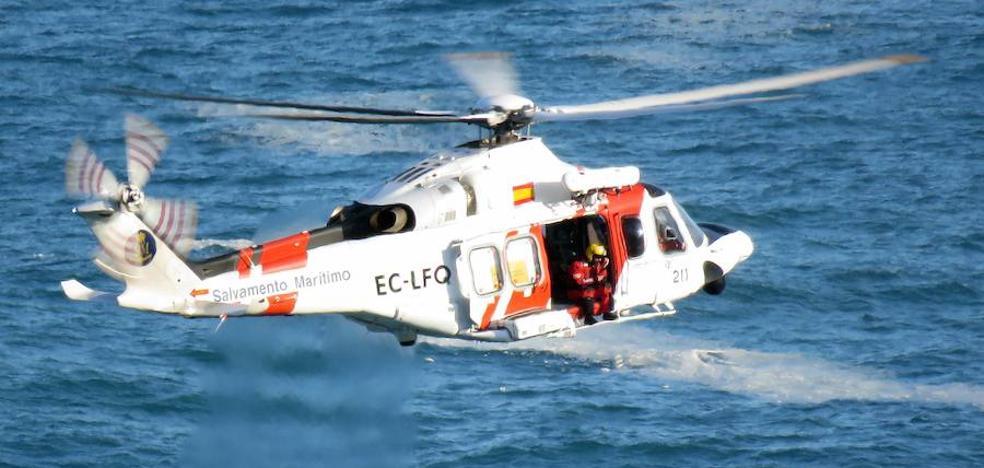 Evacúan a dos tripulantes de un velero francés a 50 millas del Cabo Peñas