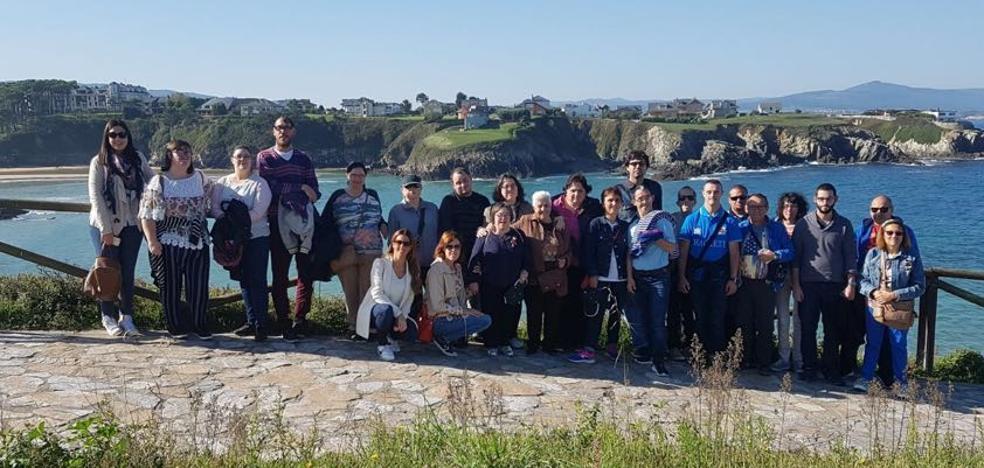 El programa 'Plena Inclusión' reúne en Tapia de Casariego a 71 personas con discapacidad intelectual