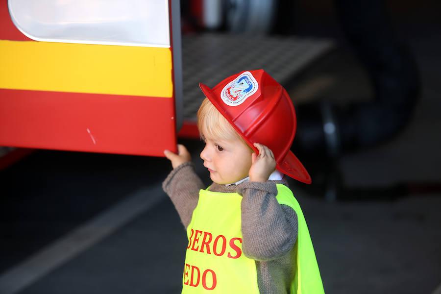 Los bomberos de Oviedo celebran una jornada de puertas abiertas