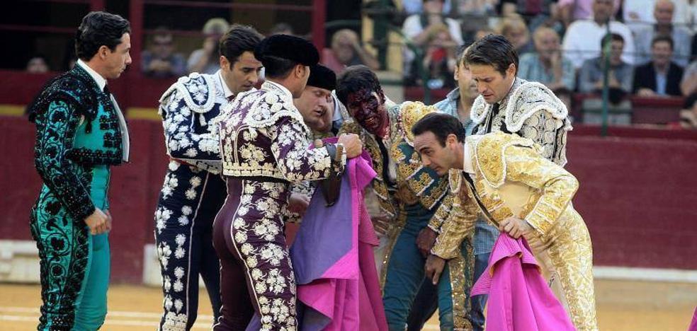 Cayetano Rivera Ordónez «ha pasado la noche tranquilo» tras la grave cornada recibida en Zaragoza