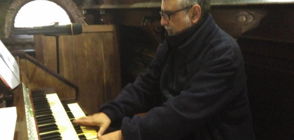 El órgano romántico de la iglesia de Luarca suena de nuevo tras su reparación