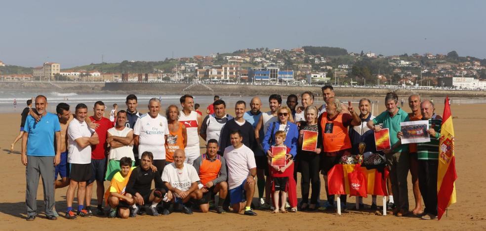Homenaje de los fieles del fútbol-playa al Pilar