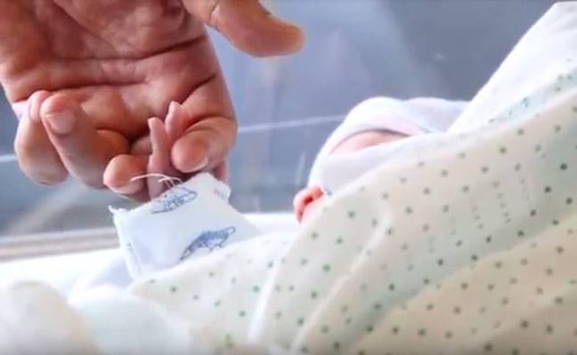 Nace el tercer 'bebé medicamento' en Andalucía para curar la enfermedad rara de su hermano