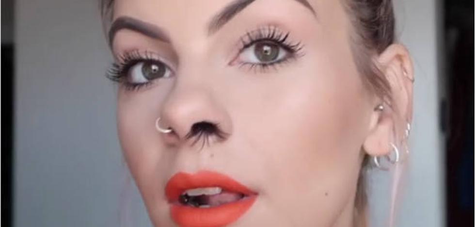 La última moda en la red: extensiones de pelo en la nariz
