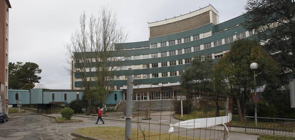 La Plataforma SOS Viejo Hospital reclama que se inicien las obras de derribo en el viejo HUCA