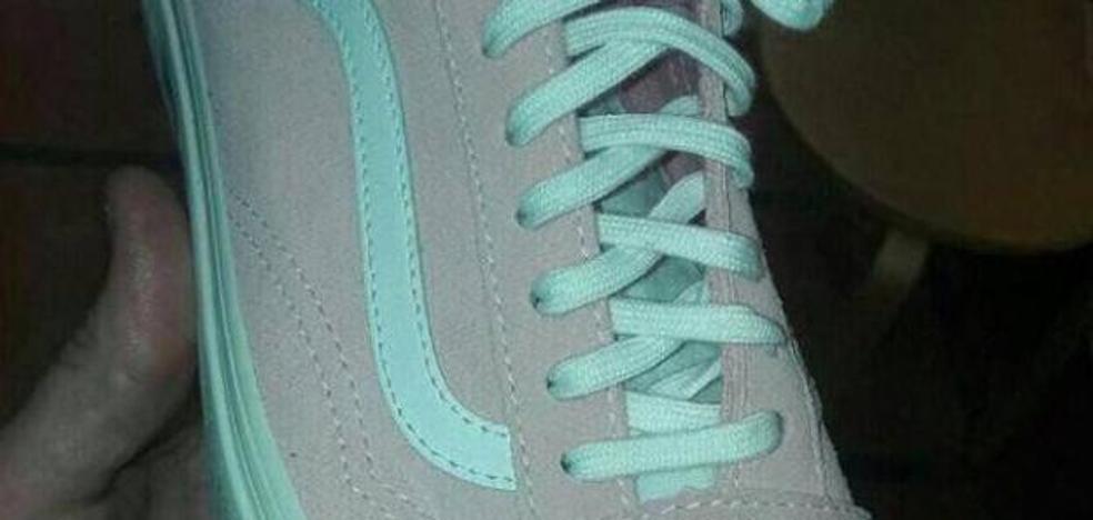 ¿Azul o rosa? ¿De qué color ves esta zapatilla?