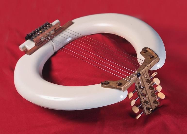 Así son los originales instrumentos de Les Luthiers