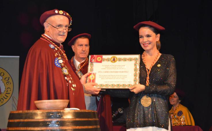 Carme Chaparro, cofrade de honor del Vino de Cangas