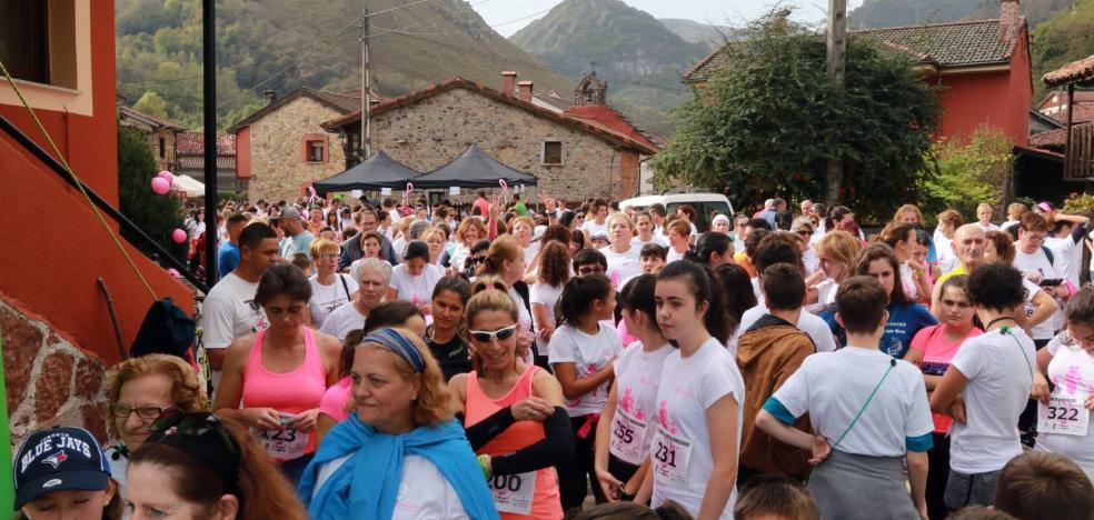 300 participantes en la primera Carrera de la Mujer de Sobrescobio