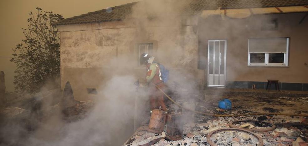 425 efectivos luchan contra 27 incendios en Asturias