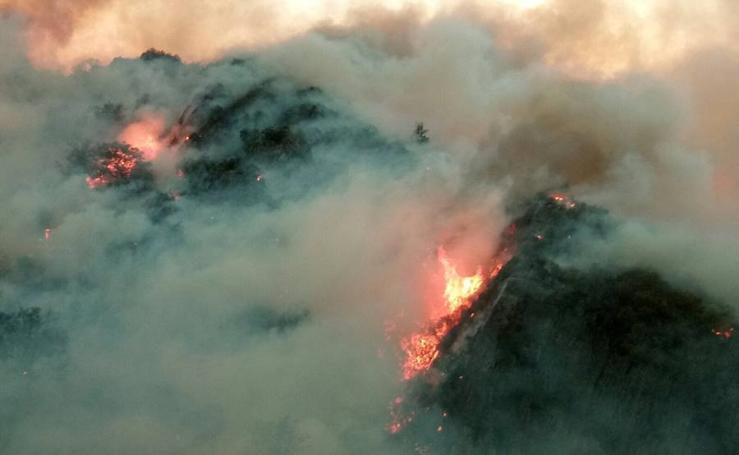 Incendios en Asturias: El suroccidente, en vilo por las llamas