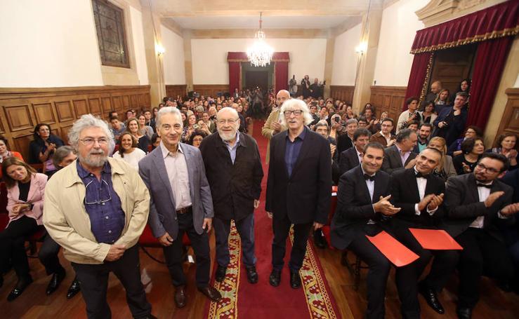 Les Luthiers ejercen tanto de espectadores como de entrevistados en Oviedo