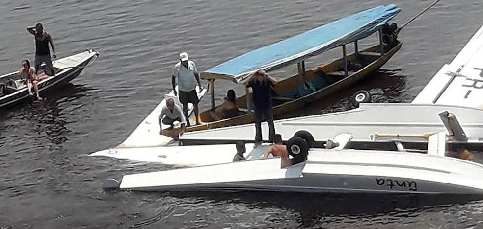 Un muerto y cuatro heridos al caer un avión de Greenpeace en un río de la Amazonía