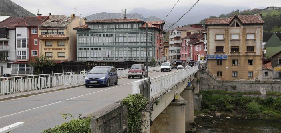 Lastra solicitará en Madrid que se retome el proyecto para proteger Arriondas de las riadas