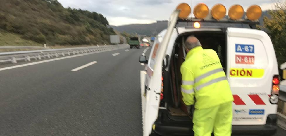 Mueren dos hombres atropellados en Cantabria cuando cambiaban una rueda