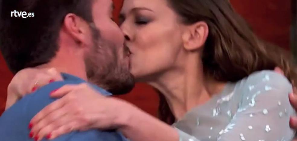 'MasterChef Celebrity': El sorprendente beso entre Eva González y Saúl Craviotto