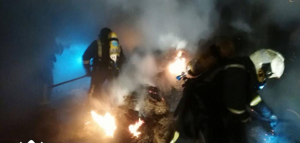 Extinguido un incendio en una nave agrícola en Villaviciosa