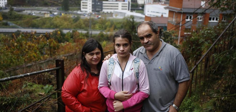 «Mi hija tiene que pagar 36 euros para ir segura a clase»