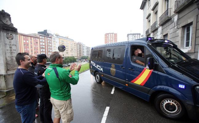 Policías asturianos regresan de Cataluña para los Premios Princesa
