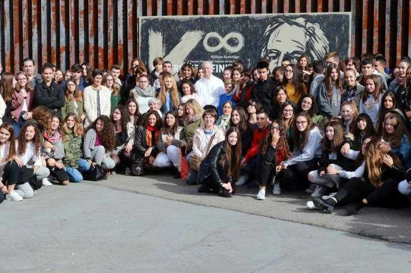 Encuentro del Premio Princesa de las Artes William Kentridge con estudiantes de Mieres