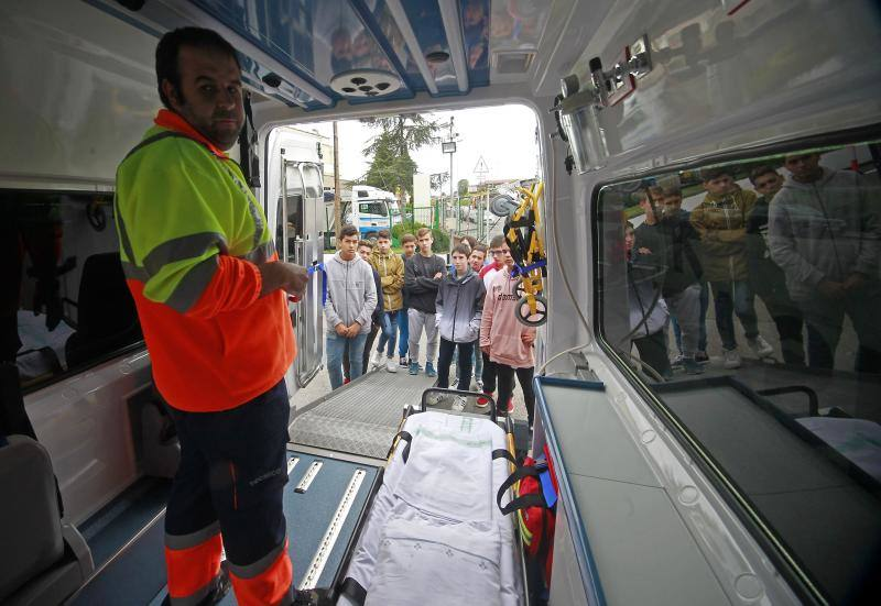 Estudiantes ovetenses visitan la Fundación de Transporte Sanitario