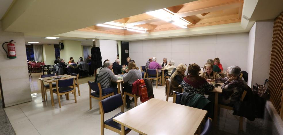 El Ayuntamiento y Liberbank renuevan su colaboración en el Centro de Mayores de Las Meanas